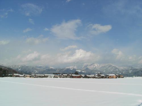 <金糞岳を望む北方面の冬空>