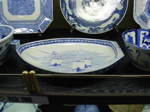 <小舟の形の皿>