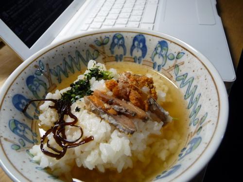<家にあるもので。鮒寿司数切れ、塩昆布に野菜ふりかけ、醤油少々>