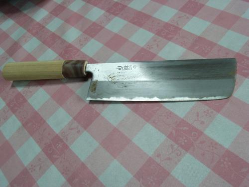<鮒寿司を冷凍して切るときに使う菜切包丁>