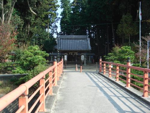 <菌神社へ渡る橋>