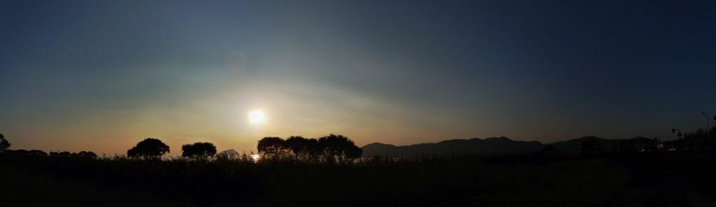 <湖北野鳥センターから見た日没>