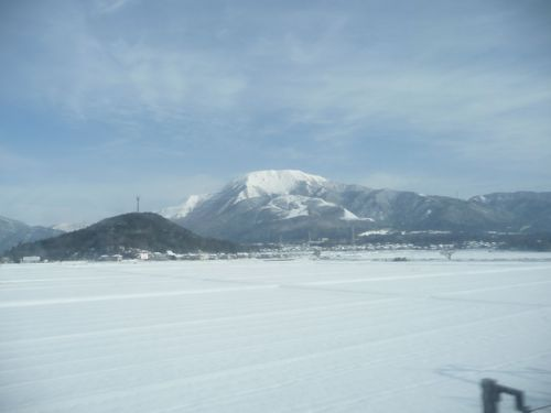 <新幹線からの伊吹山の眺め>