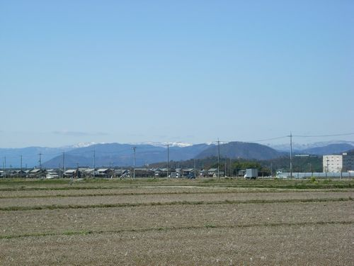 <虎御前、山本山、葛篭尾崎、東山、マキノと福井県境の山並みと続く>
