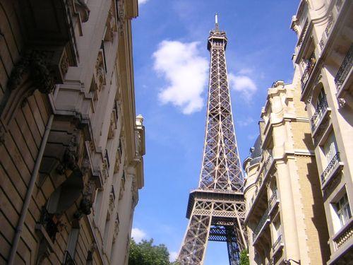 <Paris>