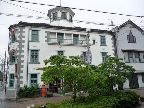 <開智学校 明治4年長浜に「滋賀県第一小学校」開校。明治7年(1874年)洋風校舎建設>