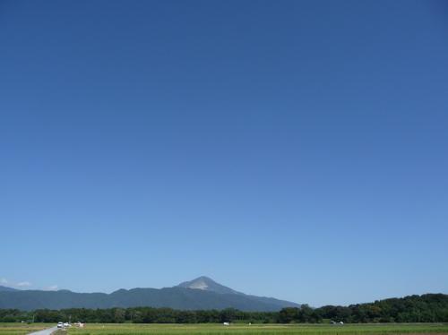 <伊吹山と秋晴れの空>