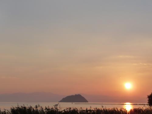 <尾上から見る竹生島>