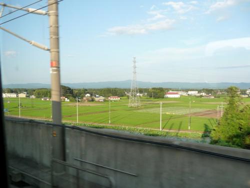<新幹線の車窓から阿武隈高地>